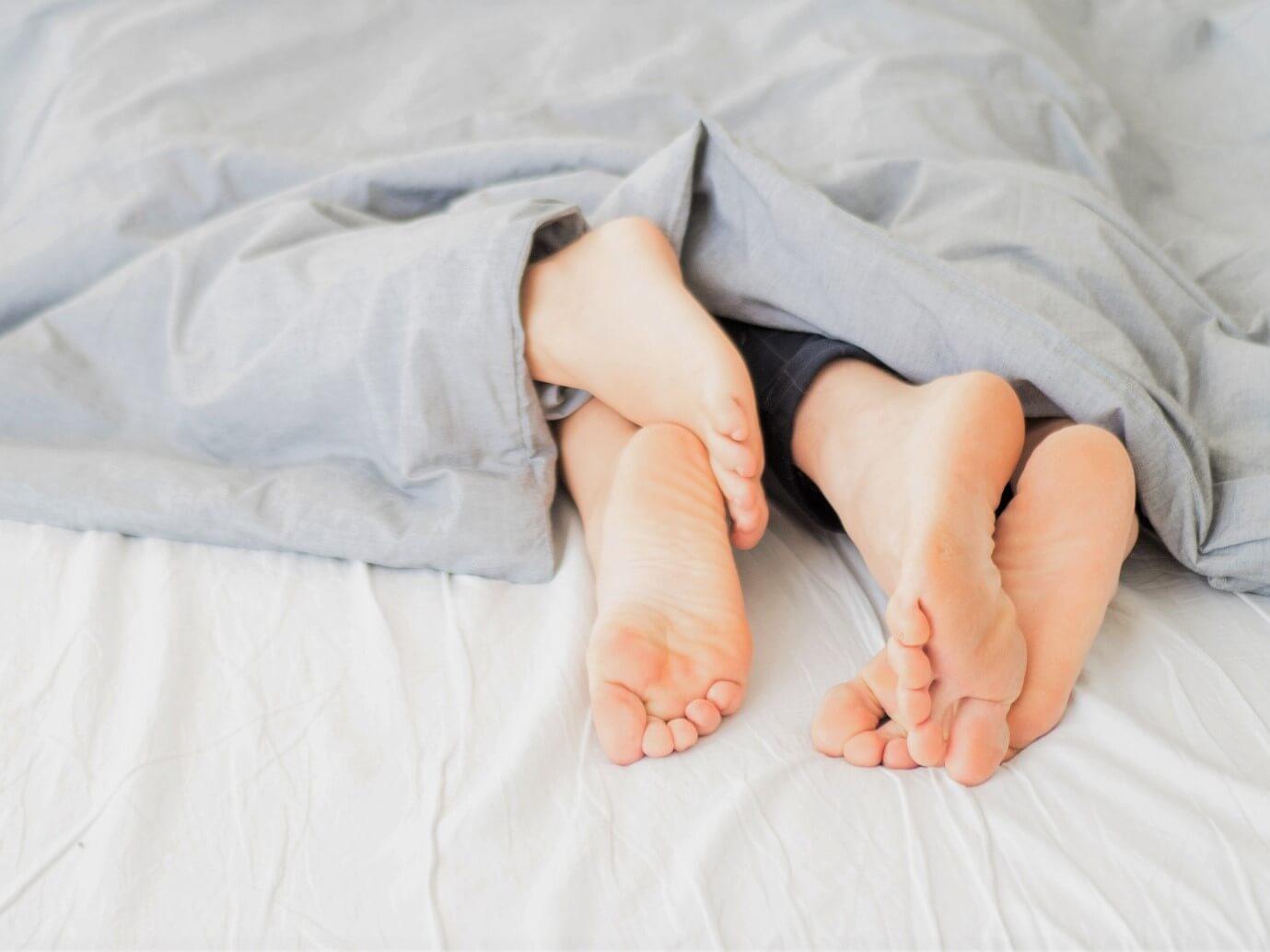 Las mejores posturas para dormir en pareja