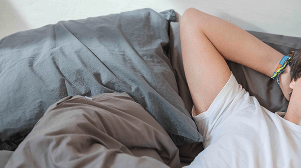 ¿Cuáles son las mejores posturas para dormir?